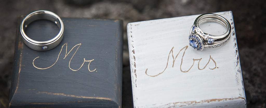 Picture of Mr and Mrs wedding rings.